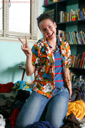 Natural girl next door Maya drops her jeans to reveal her furry quim